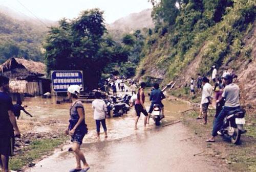 Nước sông Mã dâng cao, Quốc lộ 15A ngập cục bộ - 3