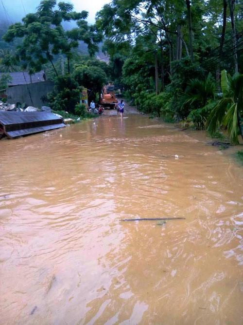 Nước sông Mã dâng cao, Quốc lộ 15A ngập cục bộ - 4