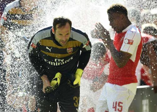 Hậu Arsenal - Chelsea: Niềm vui & nỗi đau Petr Cech - 2