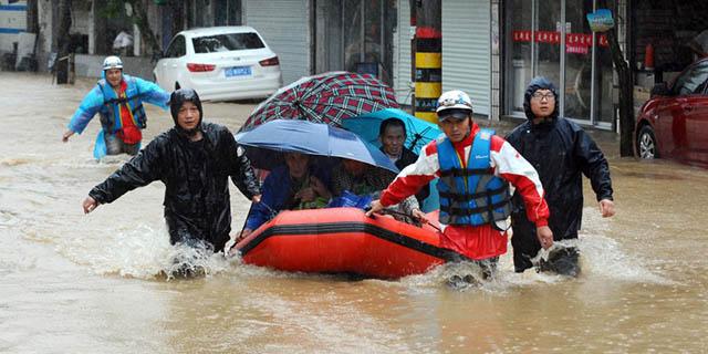 Ảnh: Người dân châu Á oằn mình trong mưa lớn, lũ quét - 11