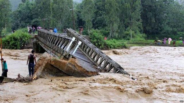 Ảnh: Người dân châu Á oằn mình trong mưa lớn, lũ quét - 2