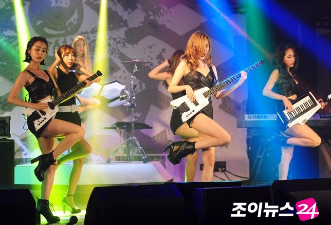 Wonder Girls tung trọn MV đúng chất sexy - 2