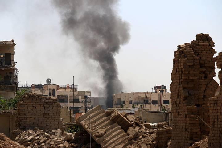Chiến đấu cơ Syria rơi trúng khu dân cư, ít nhất 25 người chết - 1