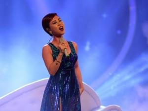 Uyên Linh thể hiện giọng ca đẳng cấp khi trở lại VN Idol