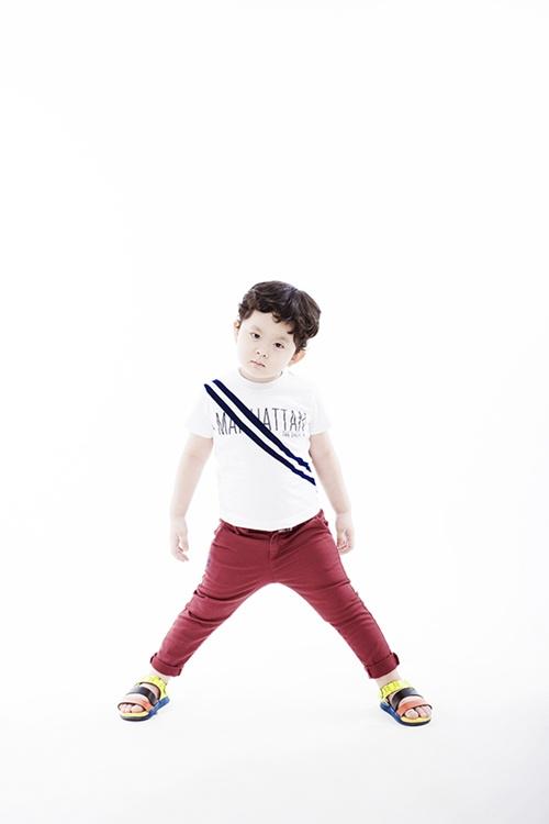 Con trai Trương Quỳnh Anh tạo dáng chuyên nghiệp - 1