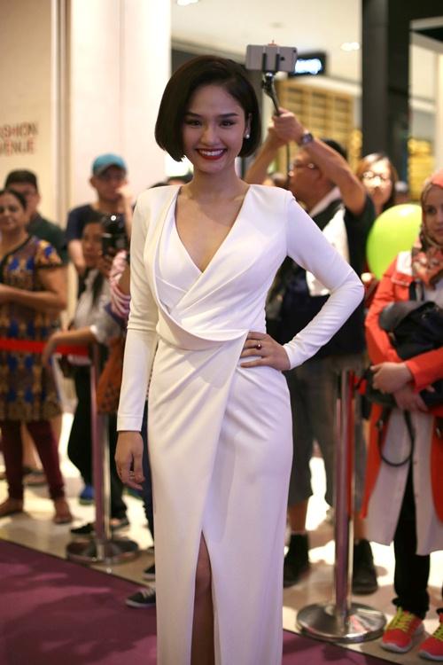 Miu Lê nhí nhảnh chụp ảnh cùng 2 đạo diễn Hollywood - 2