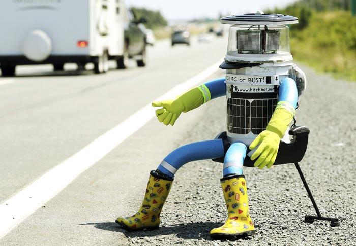 """Robot """"thử lòng người tốt"""" bị xé tan xác ở Mỹ - 1"""