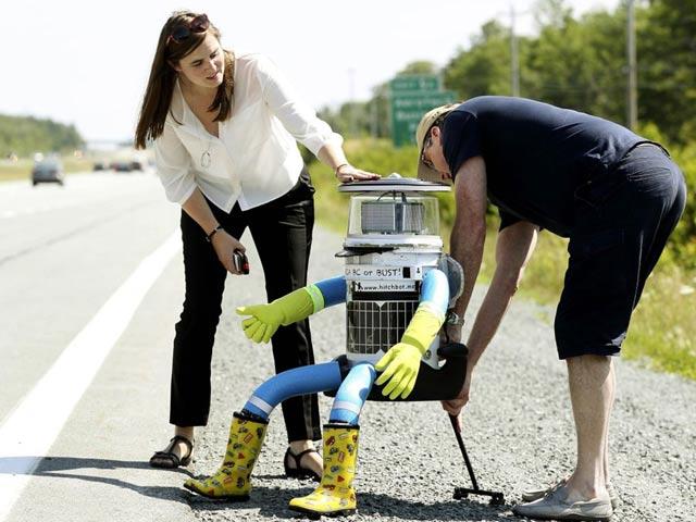 """Robot """"thử lòng người tốt"""" bị xé tan xác ở Mỹ - 2"""