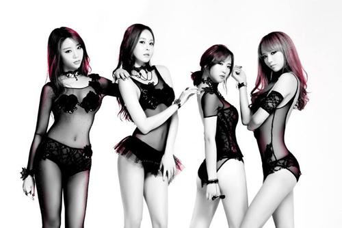 Nhóm nhạc Hàn chấp nhận bị ghét vì mặc hở - 2