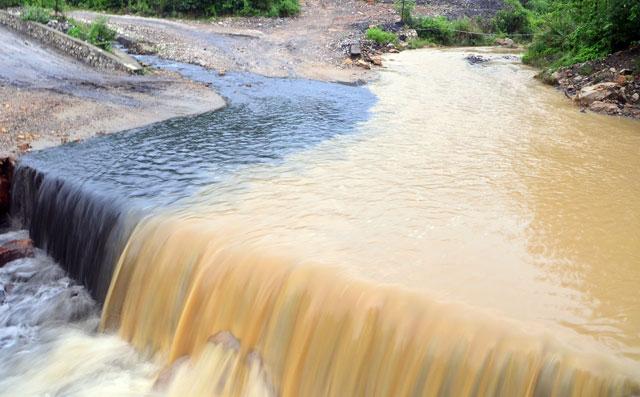 Quảng Ninh vẫn mưa lớn, ngập 3km đường lò than - 2