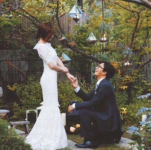 """Nhìn lại 8 chuyện hẹn hò gây """"sốc"""" của sao Hàn - 2"""