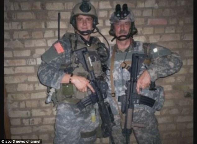 Lính đặc nhiệm Mỹ xả thân cứu bé gái trong bão dữ - 1