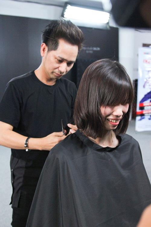"""Thí sinh Người mẫu Việt Nam khóc như mưa vì """"tiếc tóc"""" - 6"""