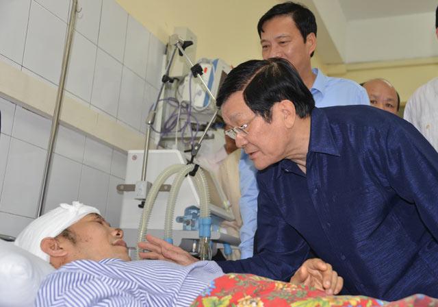 Chủ tịch nước thăm nạn nhân trong trận lũ lịch sử ở Quảng Ninh - 1