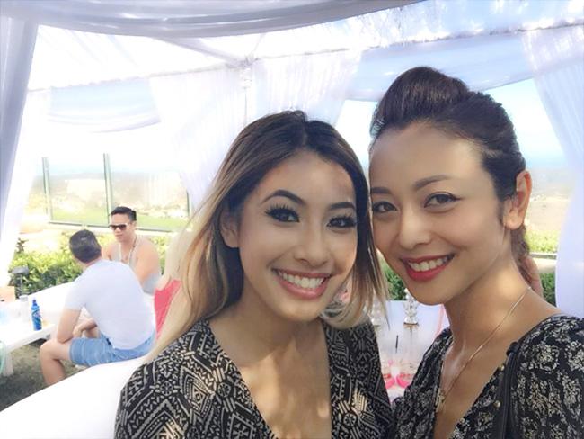 Jennifer Phạm là MC - hoa hậu quen thuộc trong nhiều chương trình. Ít ai biết cô còn có em gái xinh đẹp có nhiều nét tây làJacqueline Phạm.