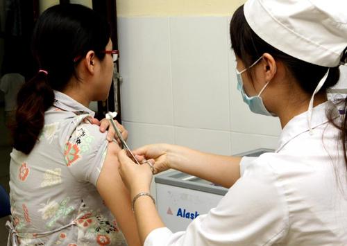 Sắp có chiến dịch tiêm vắc-xin sởi-rubella cho phụ nữ - 1