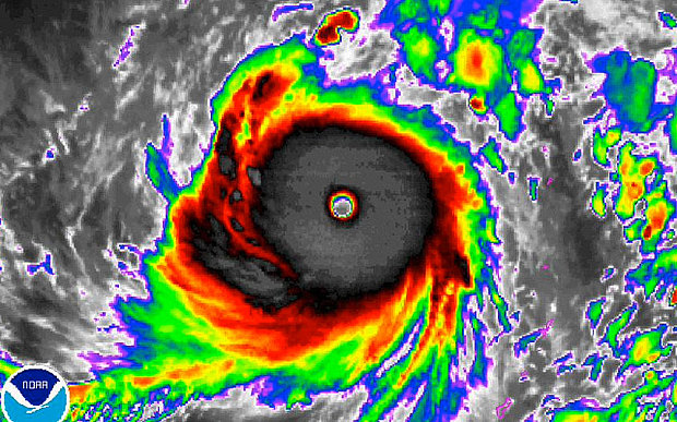 Siêu bão mạnh nhất trái đất năm 2015 sắp càn quét Đông Á - 1