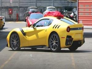 Ngắm Ferrari F12 Berlinetta Speciale màu vàng