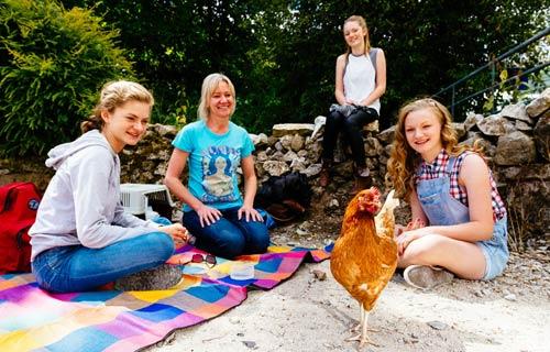 Cuộc thi gà chạy nước rút độc nhất vô nhị ở Anh - 2