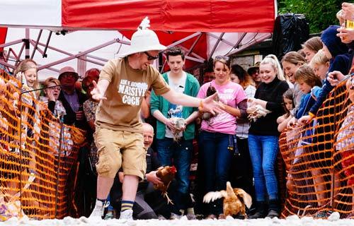 Cuộc thi gà chạy nước rút độc nhất vô nhị ở Anh - 7