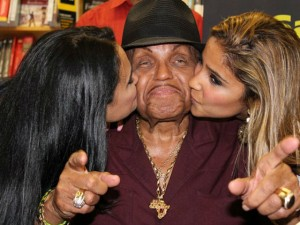 Cha đẻ Michael Jackson đột quỵ tại sinh nhật lần thứ 78