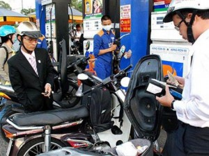 Giá xăng tiếp tục giảm từ 15h chiều nay