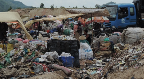 Phút kinh hoàng của người nhặt rác bị đòi tiền bảo kê - 2