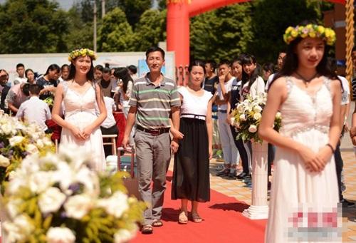 Tân sinh viên đại học được chào đón như siêu sao - 7