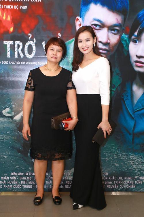 Lã Thanh Huyền xinh đẹp bên mẹ - 1