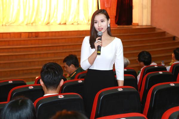 Lã Thanh Huyền xinh đẹp bên mẹ - 4
