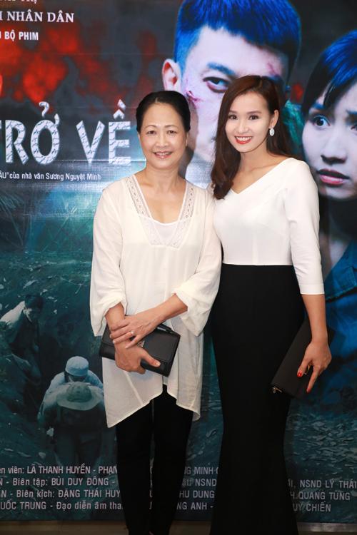 Lã Thanh Huyền xinh đẹp bên mẹ - 8
