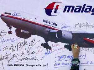 Malaysia, Pháp bất đồng về MH370, người nhà nạn nhân giận dữ