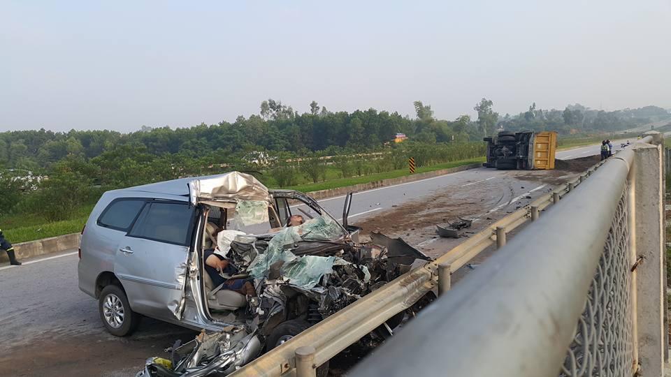 3 người nước ngoài tử vong trên chiếc ô tô biến dạng - 1