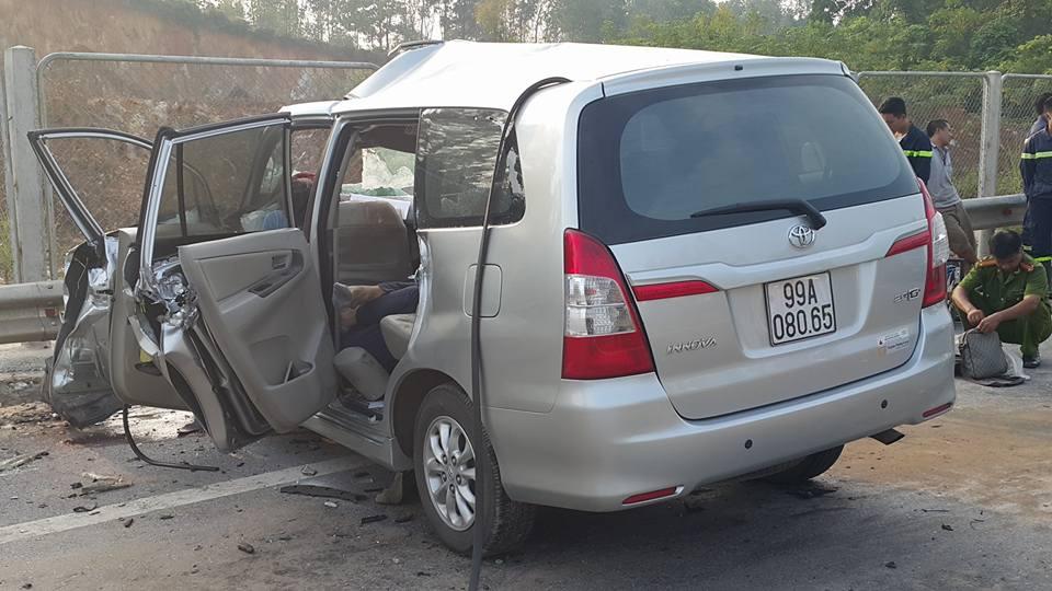 3 người nước ngoài tử vong trên chiếc ô tô biến dạng - 2