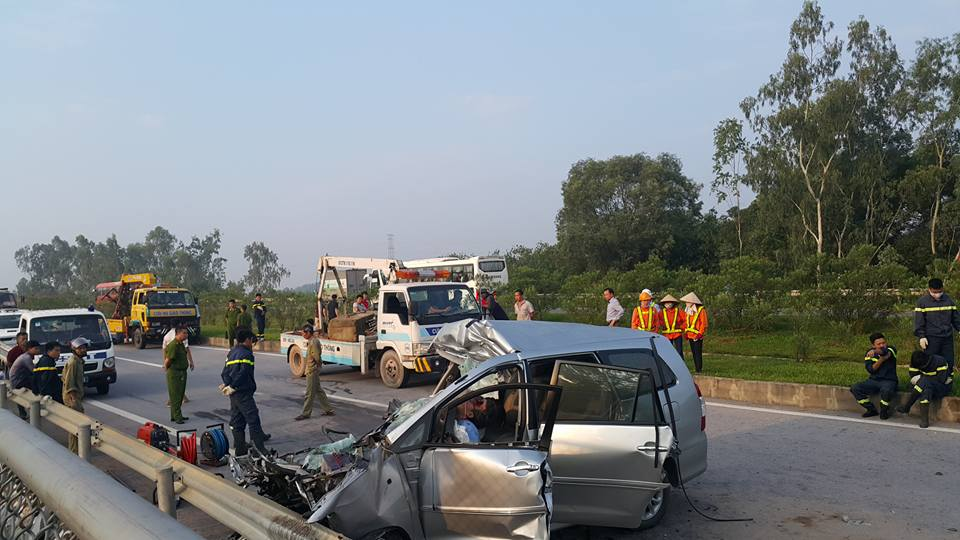 3 người nước ngoài tử vong trên chiếc ô tô biến dạng - 3
