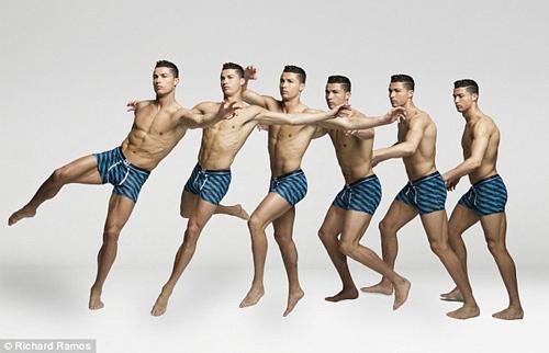 Cristiano Ronaldo làm người mẫu mặc nội y tự thiết kế - 5