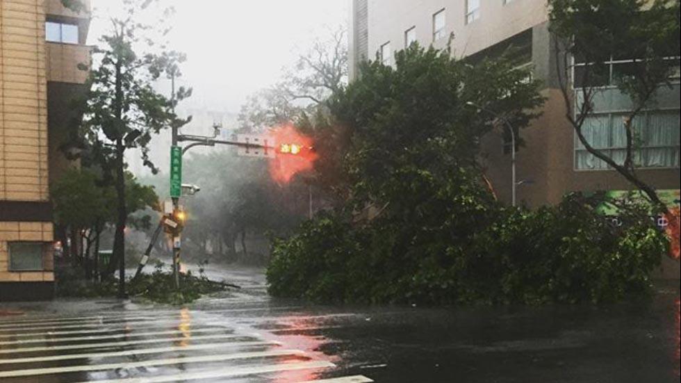 Toàn cảnh siêu bão mạnh nhất 2015 tàn phá Đài Loan - 7