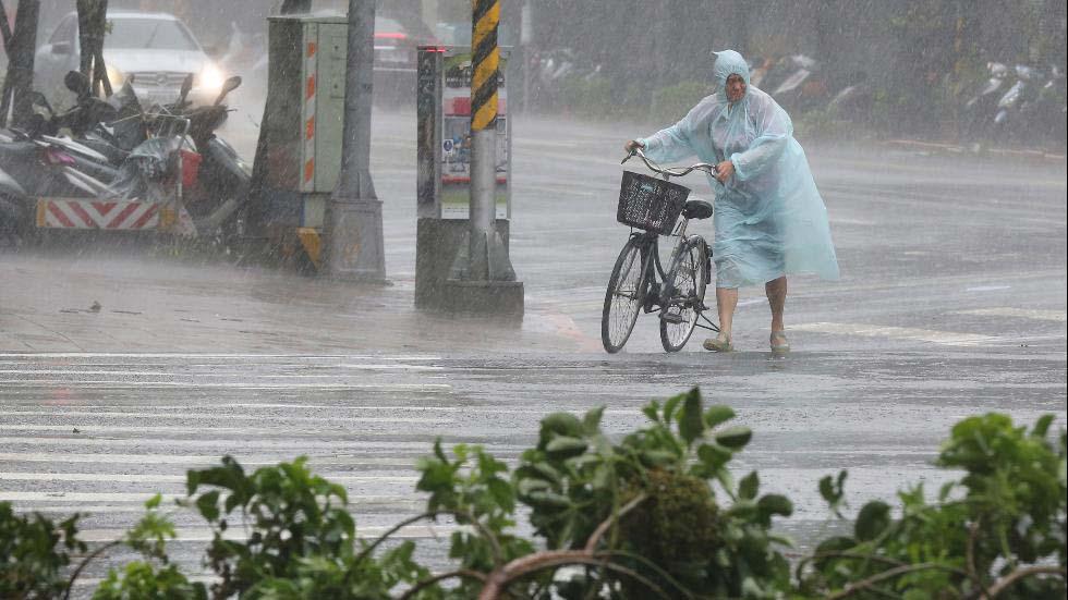 Toàn cảnh siêu bão mạnh nhất 2015 tàn phá Đài Loan - 9