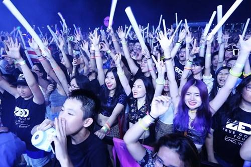 """Hơn 5.000 khán giả """"quẩy"""" hết mình cùng DJ Zedd - 2"""