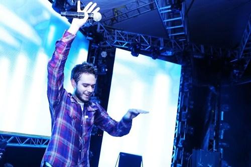 """Hơn 5.000 khán giả """"quẩy"""" hết mình cùng DJ Zedd - 1"""