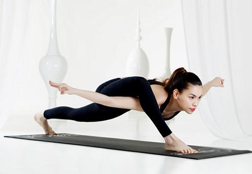Hồ Ngọc Hà điêu luyện tập yoga khoe dáng đẹp mỹ miều - 4