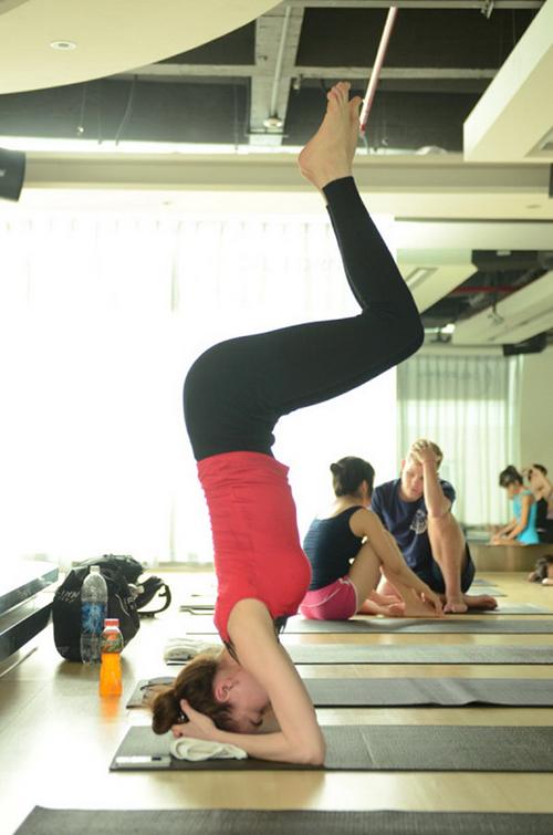 Ho Ngoc Ha tap yoga - 2