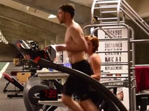 Kỷ lục thế giới: Chạy 12 giờ liền trên máy chạy bộ
