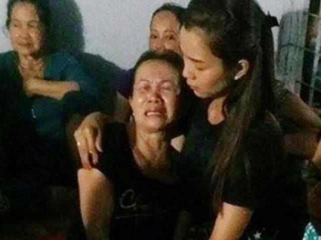Bạn gái Ưng Hoàng Phúc ôm chặt mẹ diễn viên bị nạn trong lễ tang