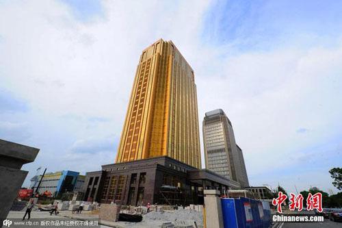 Choáng với tòa nhà vàng làm lóa mắt cả thành phố - 4