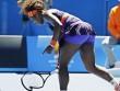 """Thua đau """"nhóc"""" 18 tuổi, Serena cay cú đập nát vợt"""