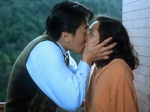 """Những màn """"khóa môi"""" cả nam lẫn nữ của Châu Tinh Trì"""