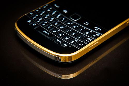 Blackberry 9930 giá 1,95 triệu đồng hút người dùng - 1