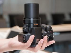 Máy ảnh Lumix DMC FZ300: Chống nước, kết nối Wi-Fi
