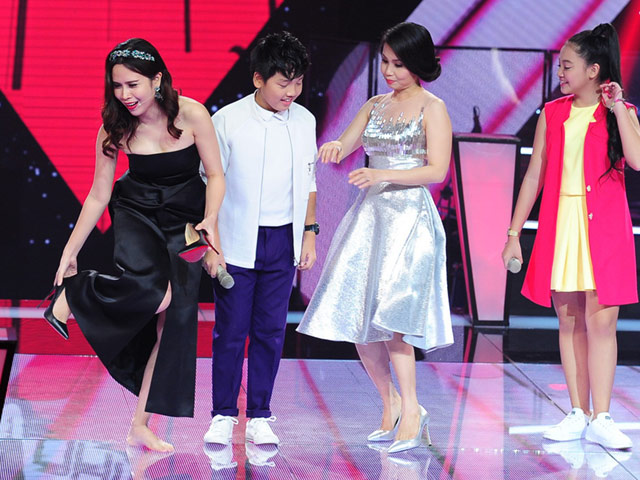 Lưu Hương Giang tháo giày nhảy cùng học trò nhí